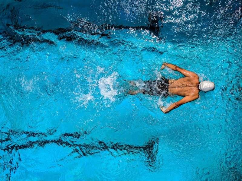 κολυμπι-εξαρθρημα